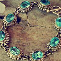 Trois styles de bijoux incontournables pour le printemps
