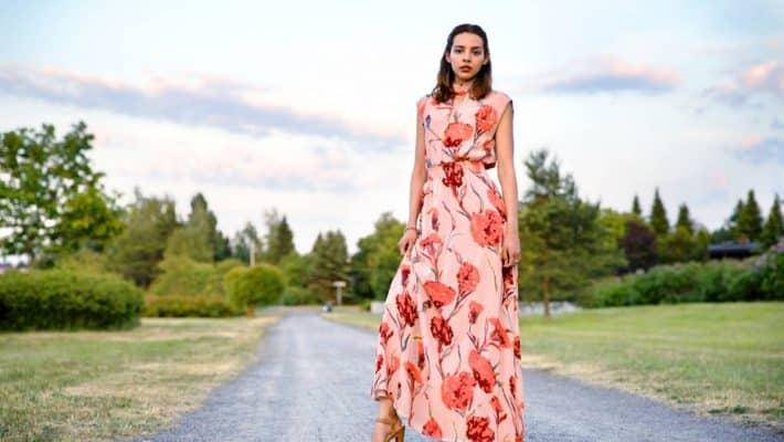 Qui peut porter la robe longue avec classe ?