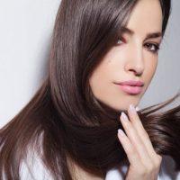 6 astuces pour garder des cheveux lisses plus longtemps