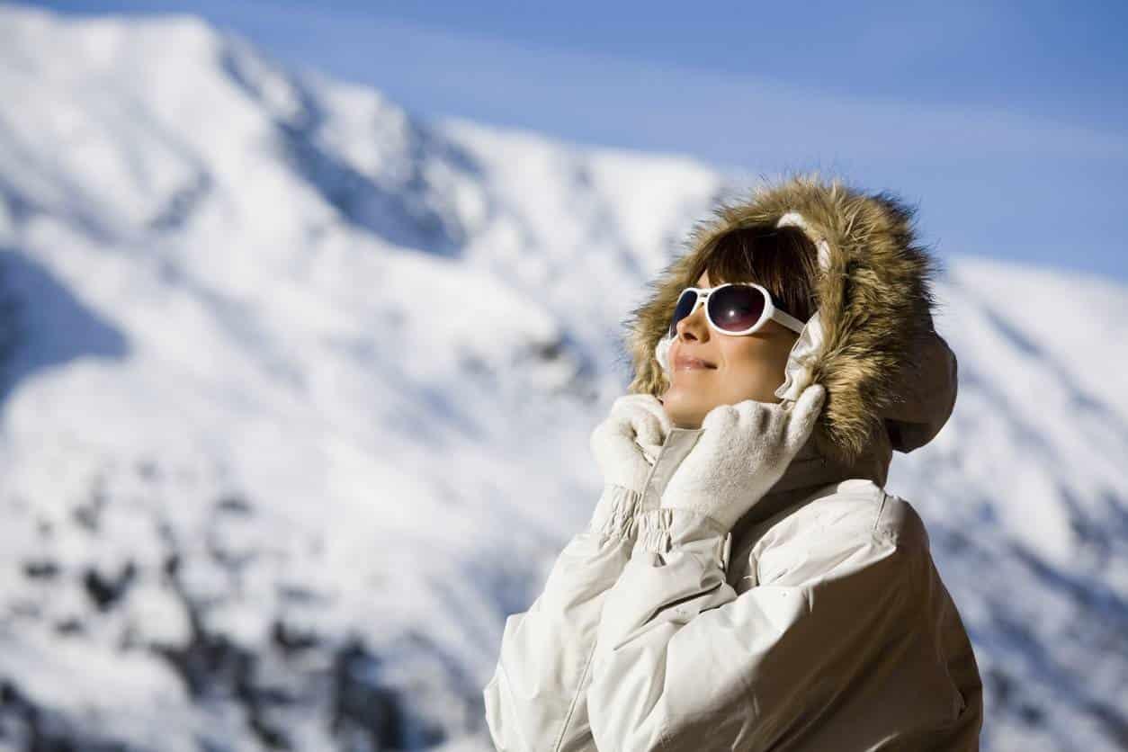 porter des lunettes de soleil en hiver