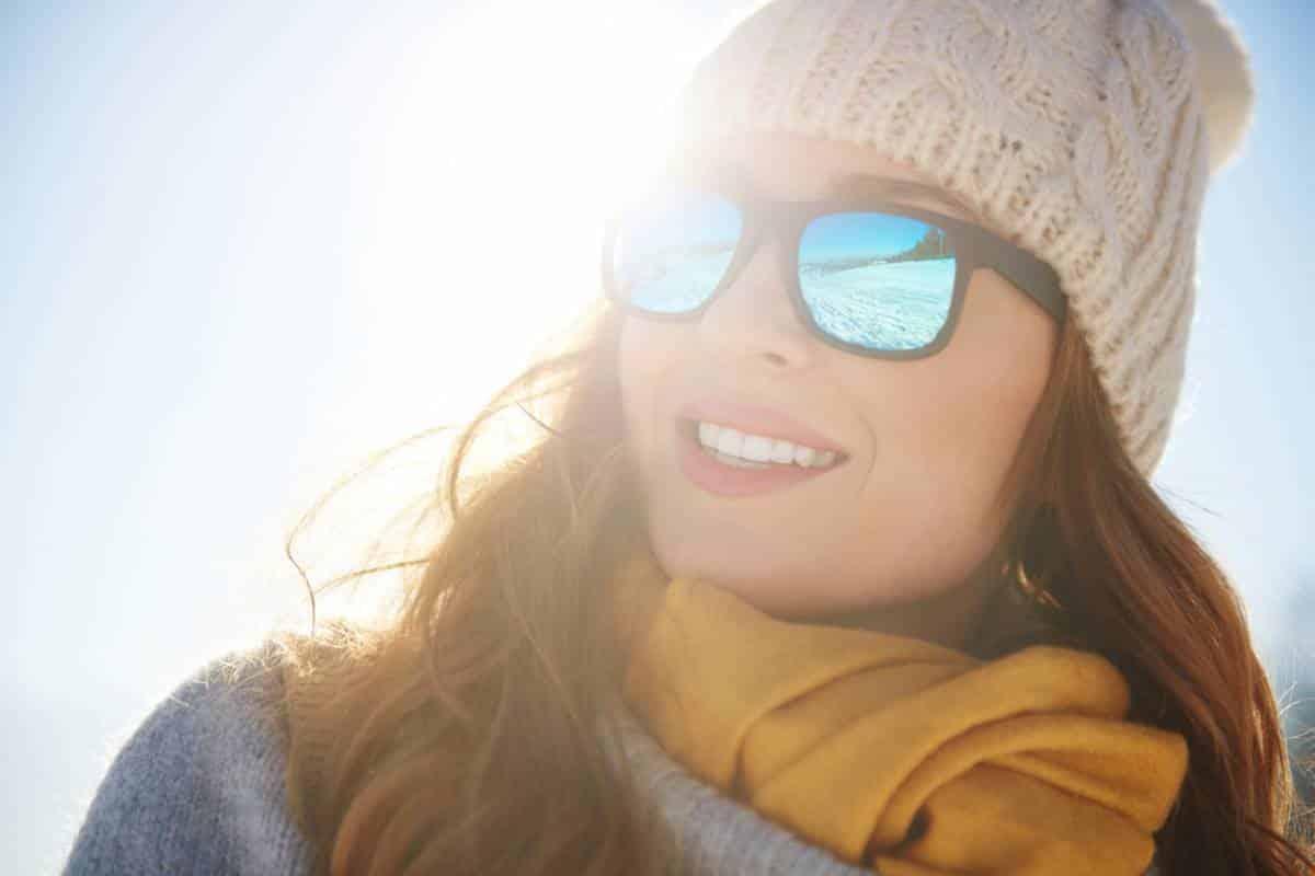 Faut-il porter des lunettes de soleil en hiver ?