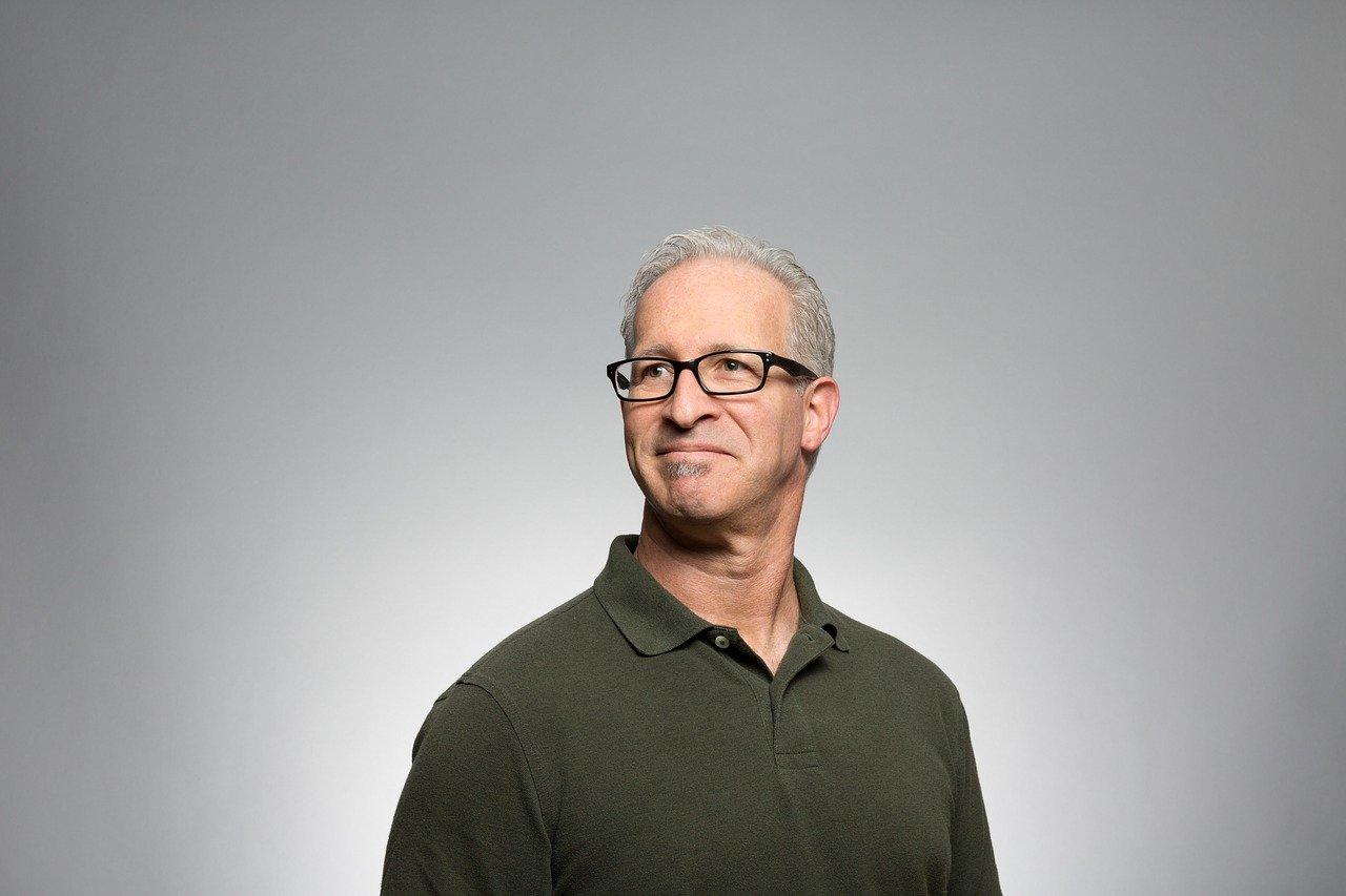 Teinture grise homme : la nouvelle tendance