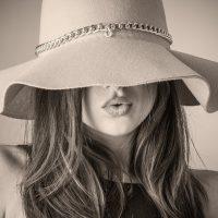 Découvrez Karen Millen: créatrice de mode anglaise