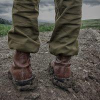 Les vêtements et accessoires pour adopter un style militaire