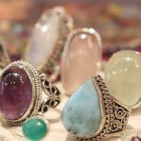 Où acheter des bijoux en pierres en Inde ?