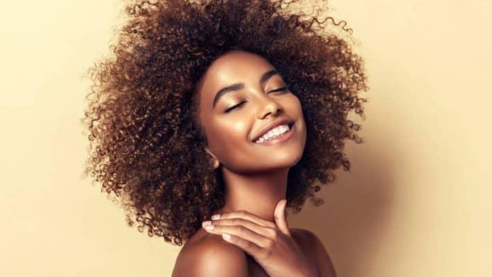 Comment entretenir et protéger ses cheveux crépus ?