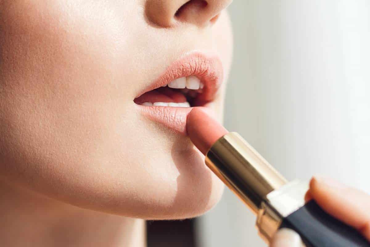 Choisir le rouge à lèvres nude maybelline idéal pour l'été