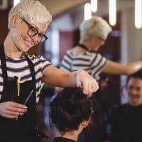 Comment trouver un bon coiffeur visagiste ?