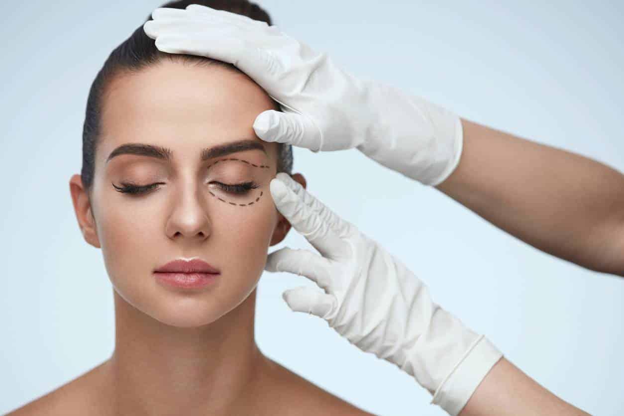 chirurgie esthétique pour des yeux en amande