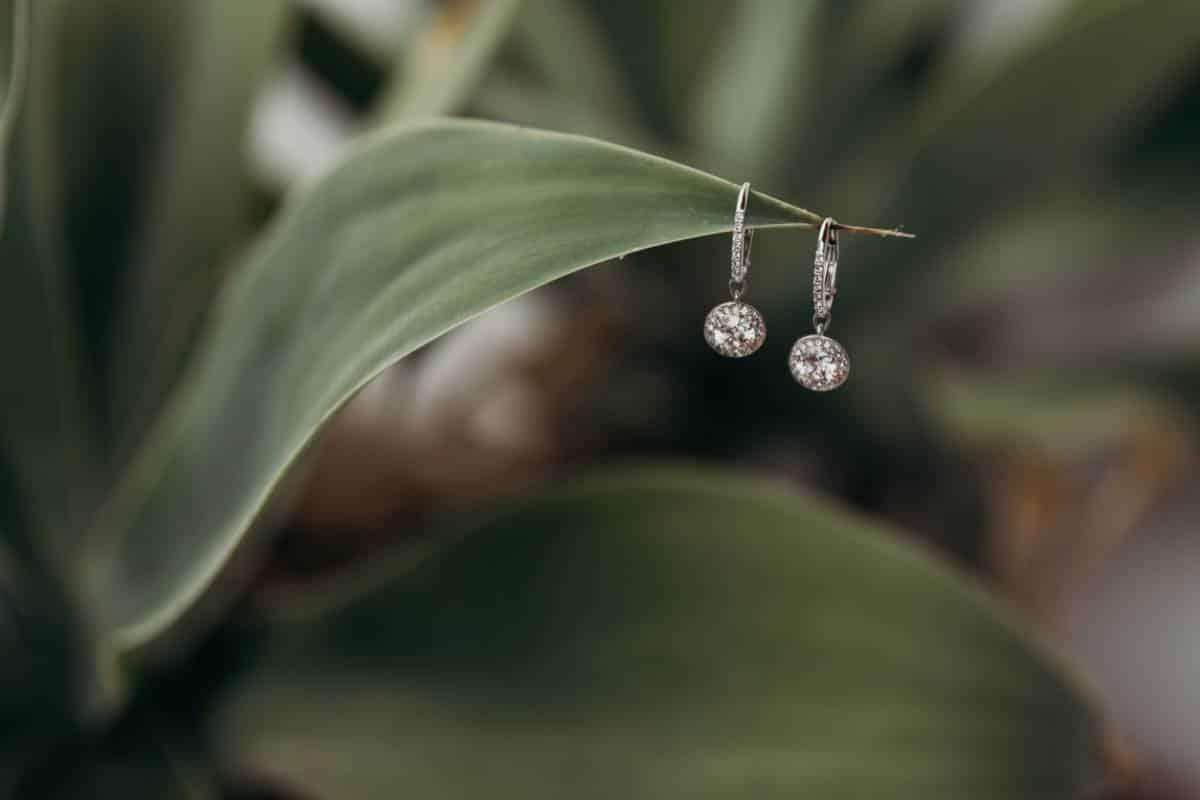 Bijoux : la grande tendance du motif végétal