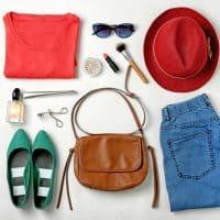 Comment accessoiriser son look pendant ces vacances?